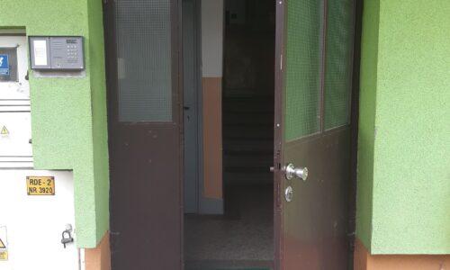 Mickiewicza 116, 120, 126, 130 i 132 – wymiana drzwi wejściowych