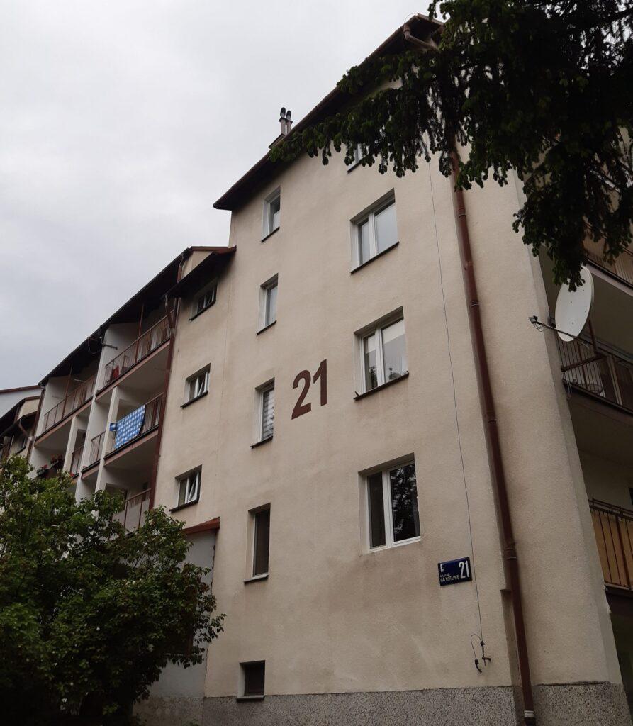 Na Kotlinę 21 – remont z dociepleniem ściany frontowej oraz ścian szczytowych